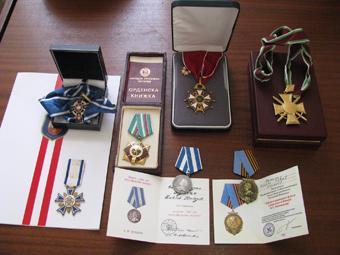 Дарените на музея отличия от адмирал Контров.