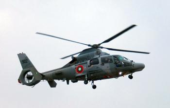 """Вертолет AS 565 MB """"Panther"""", бордови № 902, от Морската вертолетна авиобаза """"Чайка"""" в полет."""