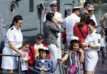 Дните на отворени врати във ВМС във връзка с 1 юни - Международният ден на детето, са вече утвърдена традиция. Снимка Гинчо ГИНЧЕВ